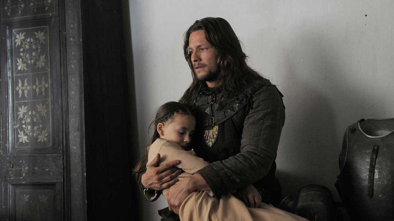 Als Michel (Bert Tischendorf, r.) von Hiltrud und seiner Tochter Trudi (Talessa Allegra Scheithauer, l.) erfährt, dass Marie und das Neugeborene Opf... - Bildquelle: Jiri Hanzl SAT.1