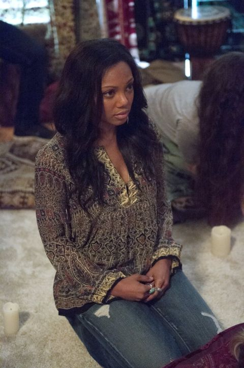 Was hat Skye (Tiffany Hines) mit dem Fall zu tun, in dem Beth und Jack gerade ermitteln? - Bildquelle: Warner Bros. Entertainment, Inc.