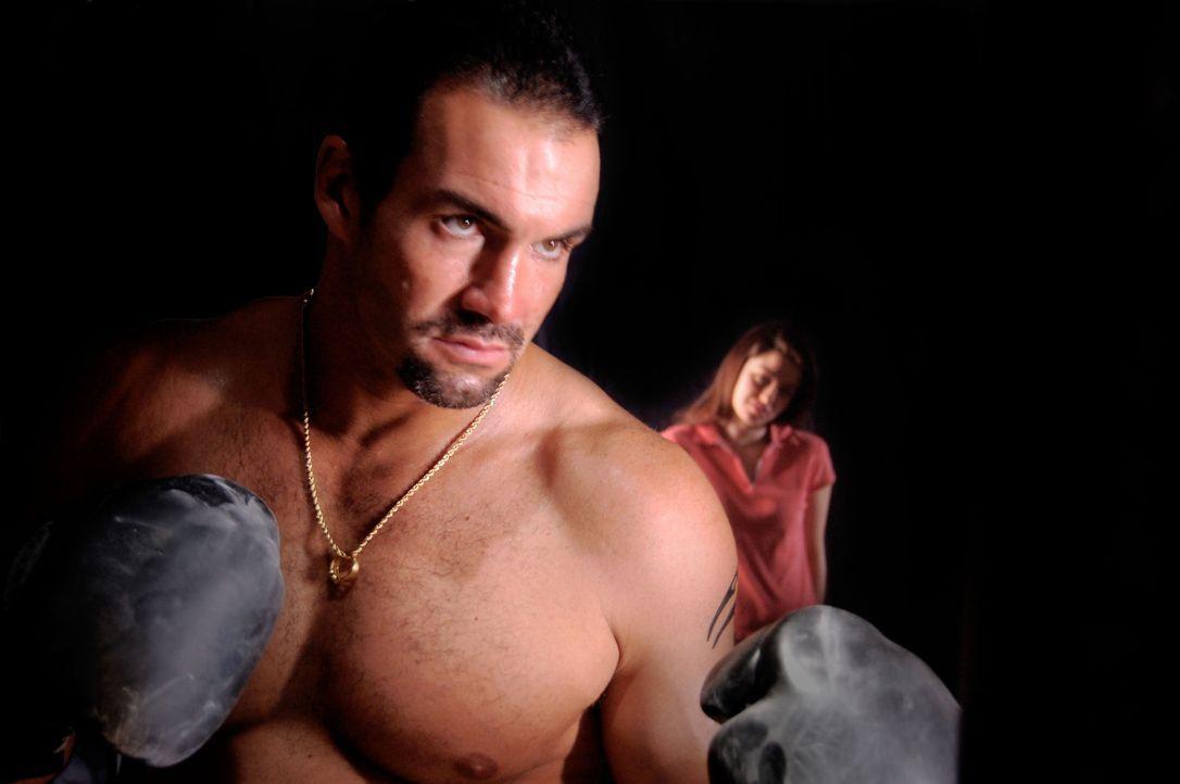 Ein erfolgloser Boxer und seine Freundin wüten in mehreren Städten. Auf der Suche nach Geld, machen die beiden unter Drogeneinfluss vor nichts und n... - Bildquelle: M2 Pictures