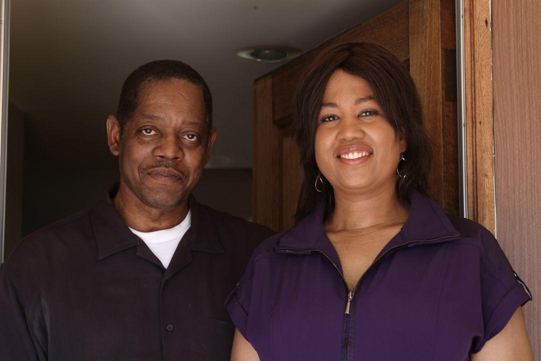 Detective Paul Thomas (l.) nimmt sich nach Jahren erneut seinen ungelösten Fällen an und trifft Melissa Kountz (r.) Als 12-Jährige wurde sie Zeugin... - Bildquelle: MMXIV LMNO Cable Group, Inc.