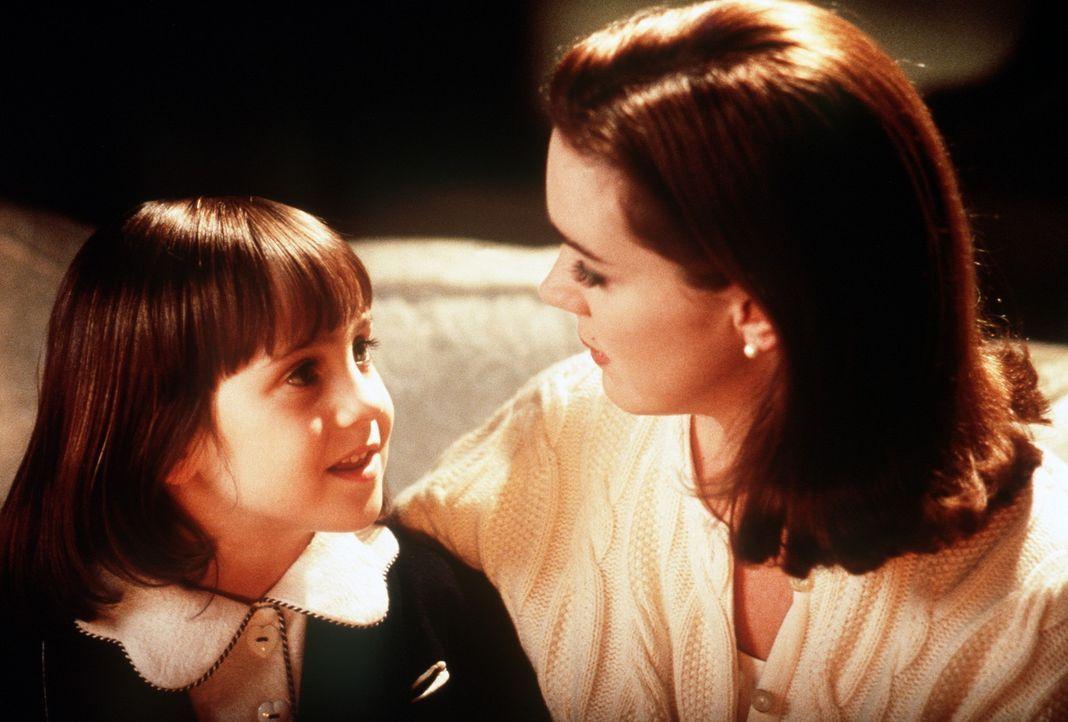 Dorey Walker (Elizabeth Perkins, r.) kann der blühenden Phantasie ihrer Tochter Susan (Mara Wilson, l.) nicht folgen. Als kühle Geschäftsfrau ist... - Bildquelle: 20th Century Fox