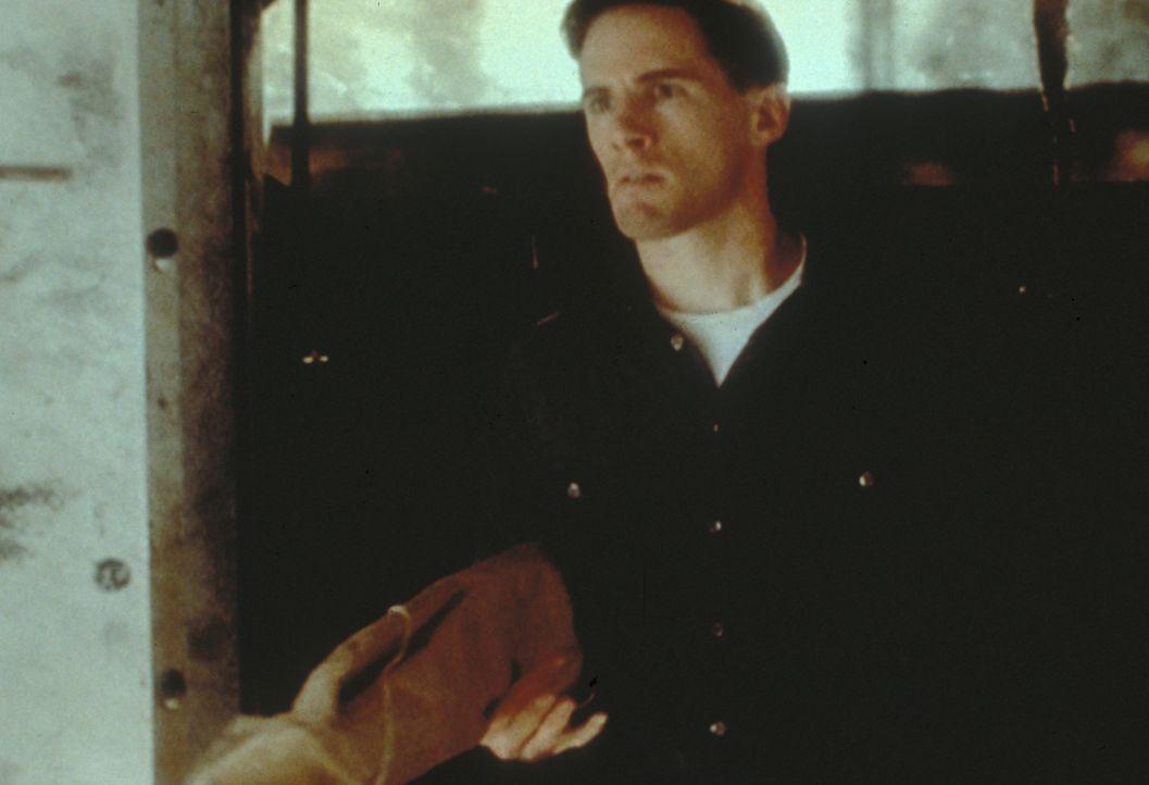 Frohike (Tom Braidwood) ist dem geheimnisvollen Raucher auf der Spur und stellt fest, dass dieser vor vielen Jahren für die Morde an John F. Kennedy... - Bildquelle: TM +   Twentieth Century Fox Film Corporation. All Rights Reserved.