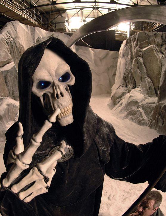 """Dieser Tod (Marnix Van Den Broeke) muss schon bald den Job eines """"Weihnachtsmannes"""" übernehmen ... - Bildquelle: RHI Entertainment"""