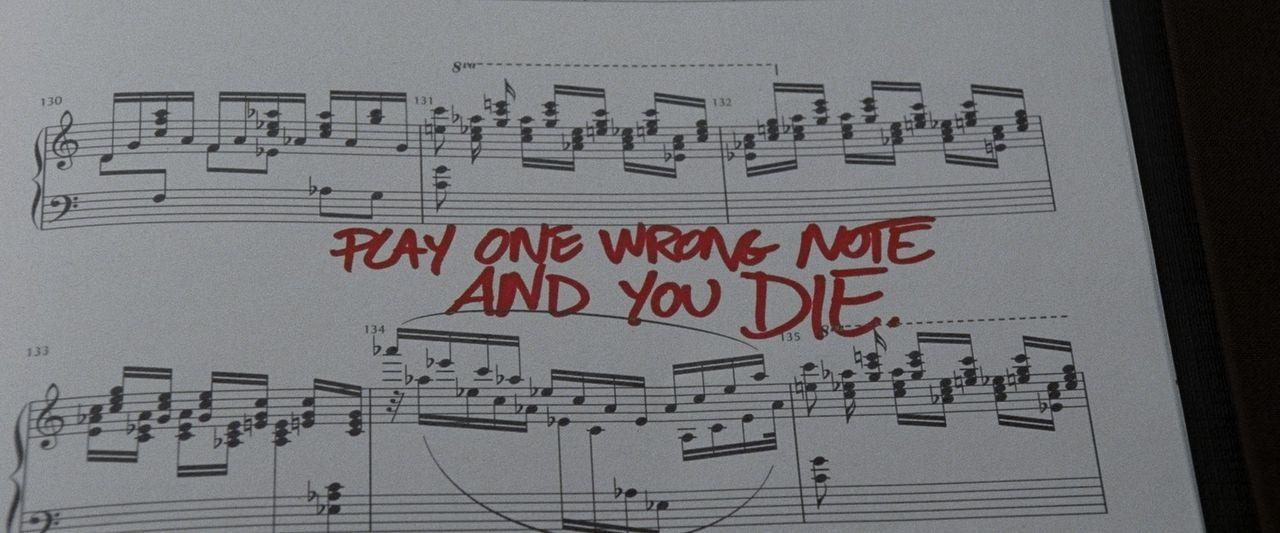 Dieses Notenblatt wird das Leben von Konzertpianist Tom Selznick total verändern ... - Bildquelle: Wild Bunch