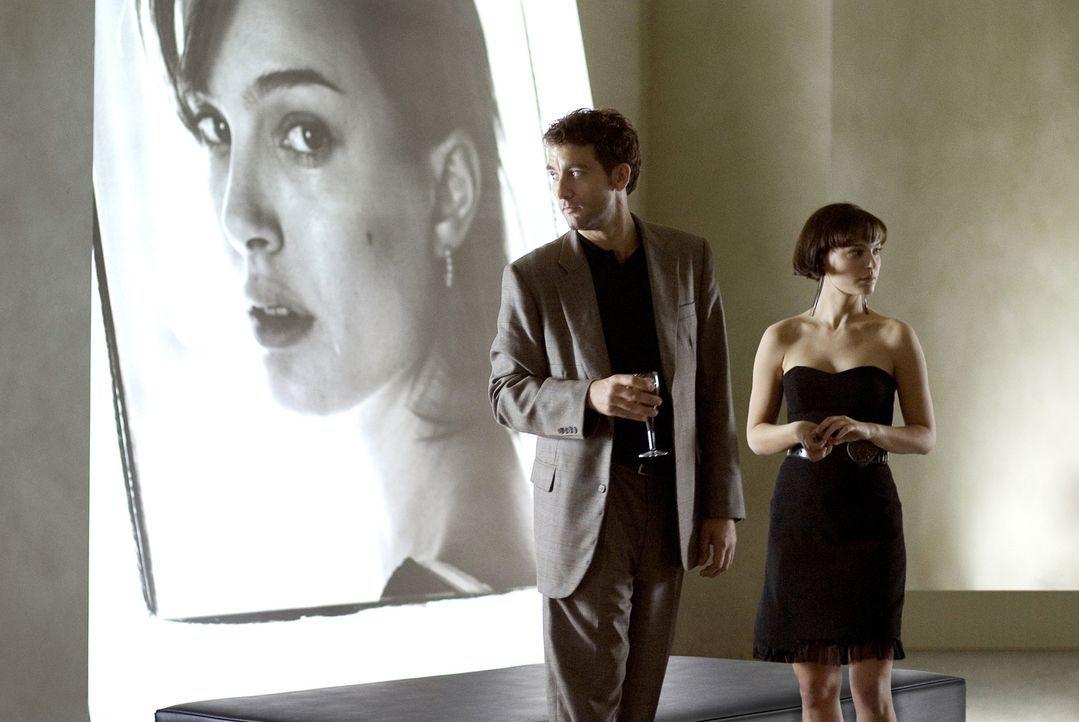Ihr Leben gerät völlig aus den Fugen, als sich die Wege von Dan, Alice (Natalie Portman, r.), Anna und Larry (Clive Owen, l.) kreuzen ... - Bildquelle: Sony Pictures Television International. All Rights Reserved.