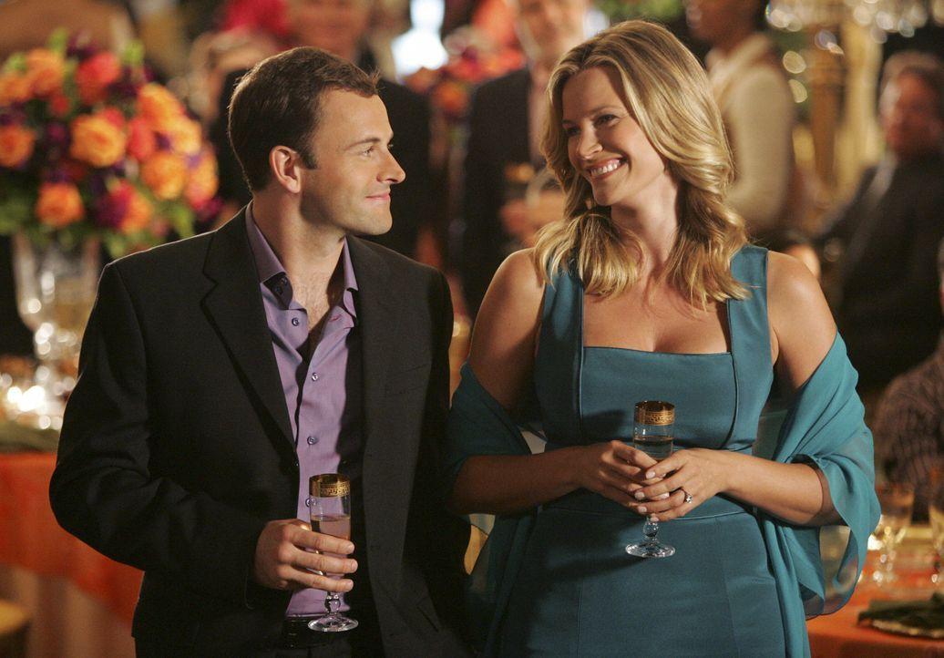 Können sie die beruflichen Differenzen überwinden? Eli (Jonny Lee Miller, l.) und seine Verlobte Taylor (Natasha Henstridge, r.). - Bildquelle: Disney - ABC International Television