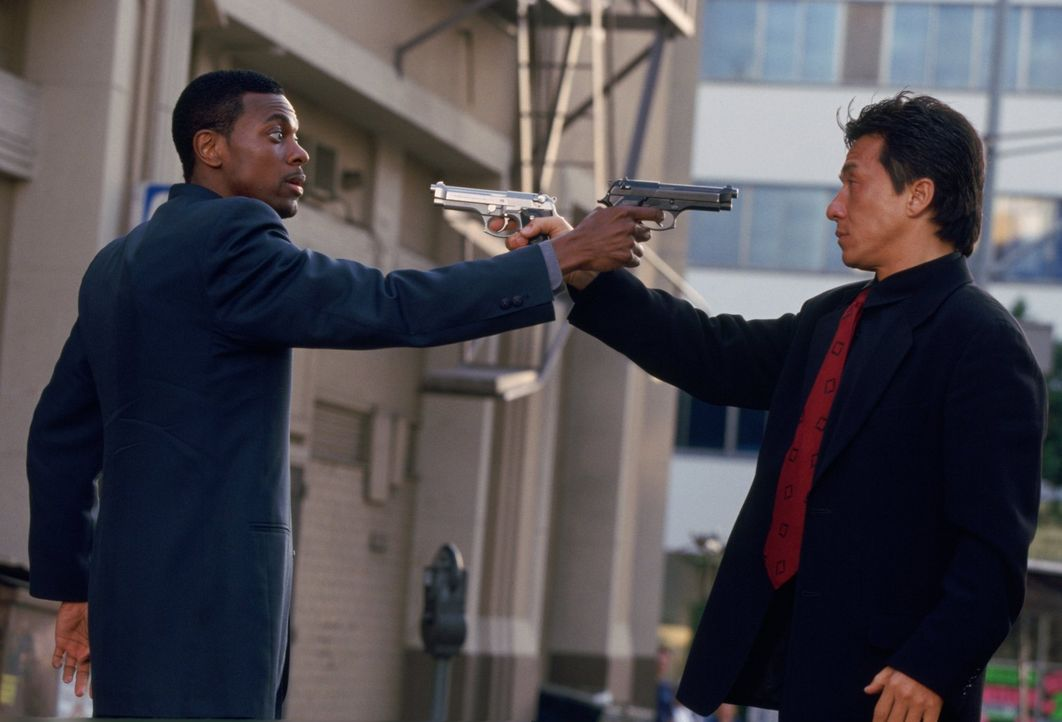 Ein chaotisches Dream-Team: Lee (Jackie Chan, r.) und Carter (Chris Tucker, l.) ... - Bildquelle: Warner Bros.