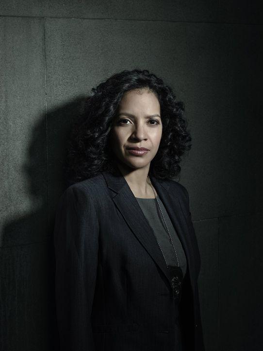 (1. Staffel) - Captain des Gotham City Police Department: Sarah Essen (Zabryna Guevara) verfügt über ausgezeichnete Instinkte und weiß, die Politik... - Bildquelle: Warner Bros. Entertainment, Inc.