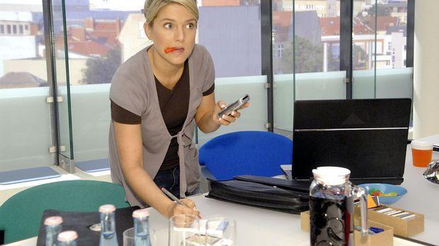 Unbeobachtet gelingt es Anna (Jeanette Biedermann) die Telefonnummer des Sabo...