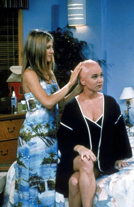 Ob die Frisur auch Rachel (Jennifer Aniston, l.) steht und nicht nur Bonnie (Christine Taylor, r.)? - Bildquelle: TM+  2000 WARNER BROS.