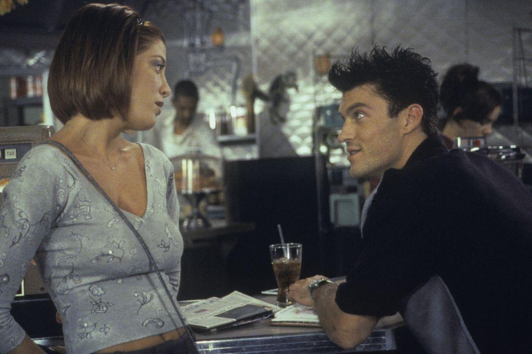 Versuchen ihr Glück mit einer neuen Liebe: Donna (Tori Spelling, l.) und David (Brian Austin Green, r.) ... - Bildquelle: Paramount Pictures