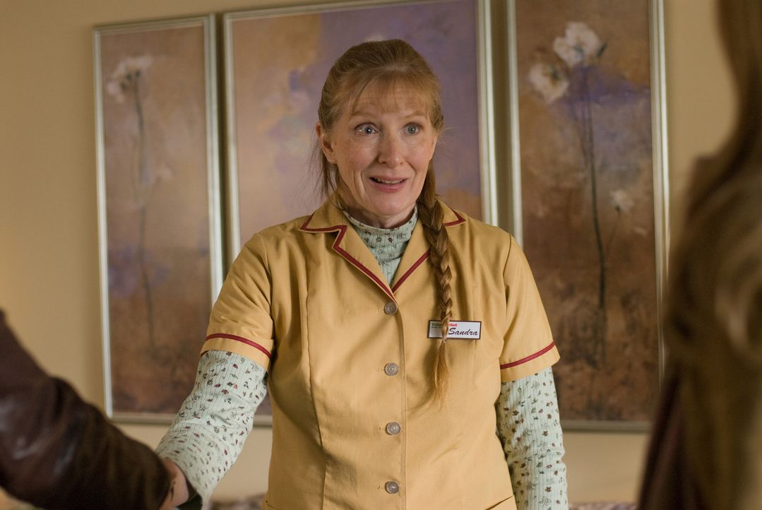 Eloises Mutter (Frances Conroy) ist völlig aus dem Häuschen als ihre Tochter plötzlich mit dem bekannten Dr. Burke Ryan auftaucht. - Bildquelle: Universal Pictures