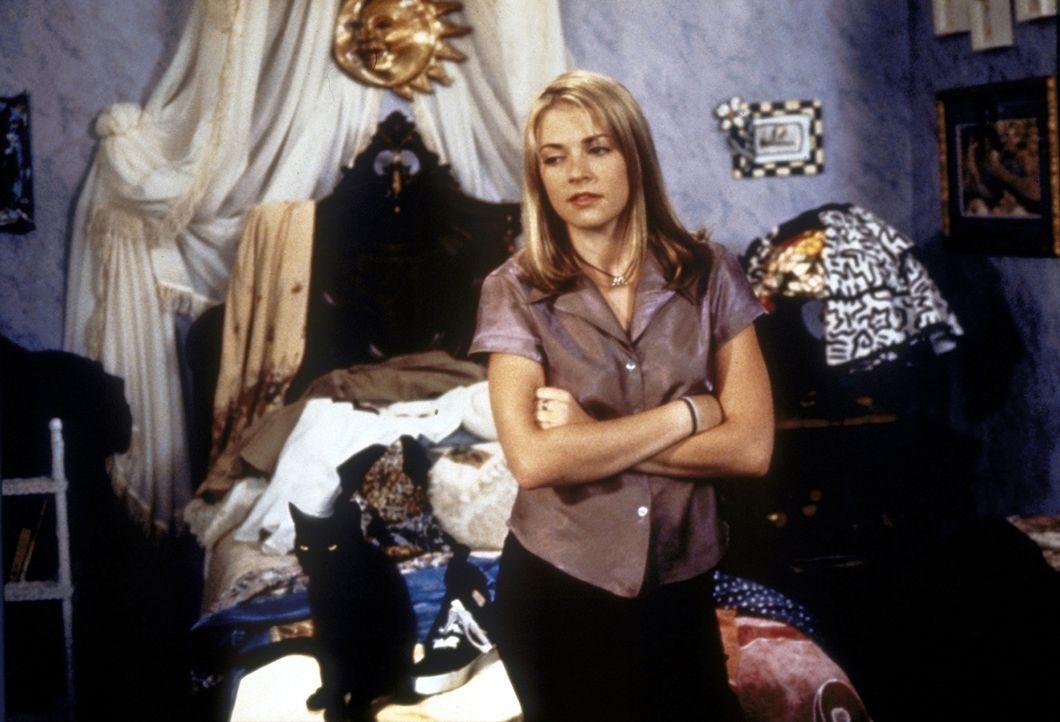 An ihrem 16. Geburtstag erfährt Sabrina (Melissa Joan Hart), dass sie eine Hexe ist. - Bildquelle: Paramount Pictures