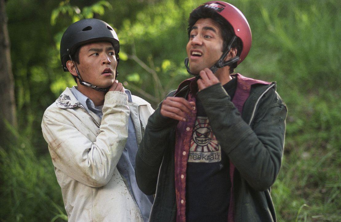 Als sie stoned im Fernsehen eine Werbung der Fast Food-Kette White Castle sehen, steht eines für Harold (John Cho, l.) und Kumar (Kal Penn, r.) fes...
