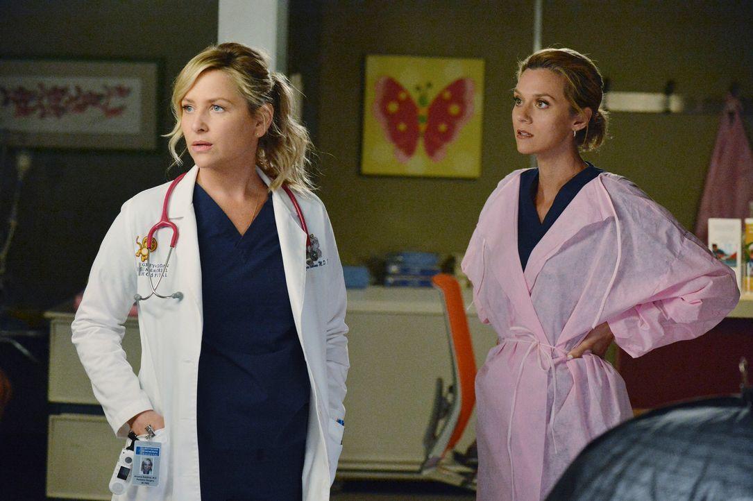 Nachdem es zwischen Lauren (Hilarie Burton, r.) und Arizona (Jessica Capshaw, l.) gefunkt hat, landen die beiden zusammen im Bett ... - Bildquelle: ABC Studios