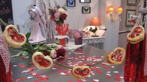 Kekse in Herzform für romantische Schlemmerstunden