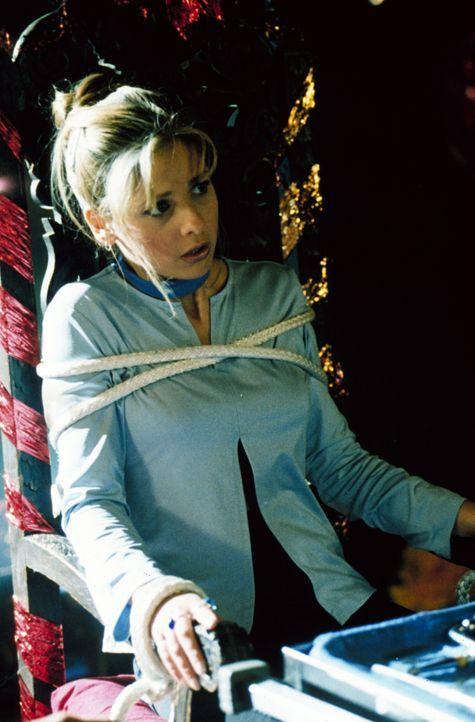 Buffy (Sarah Michelle Gellar) wird  von einem unsichtbaren Mädchen entführt und gefesselt ... - Bildquelle: TM +   2000 Twentieth Century Fox Film Corporation. All Rights Reserved.