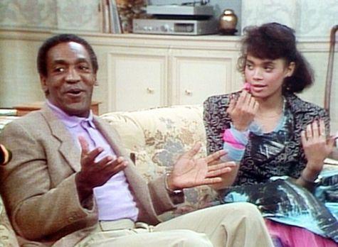 Bill Cosby Show - Denise (Lisa Bonet, r.) hat sich gerade die Nägel frisch la...