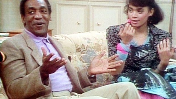 Denise (Lisa Bonet, r.) hat sich gerade die Nägel frisch lackiert, als Cliff...