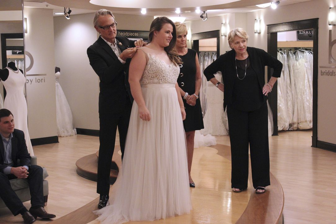Während Emiliegh ihren Bruder und besten Freund als Berater zum Kleiderkauf ... - Bildquelle: TLC & Discovery Communications