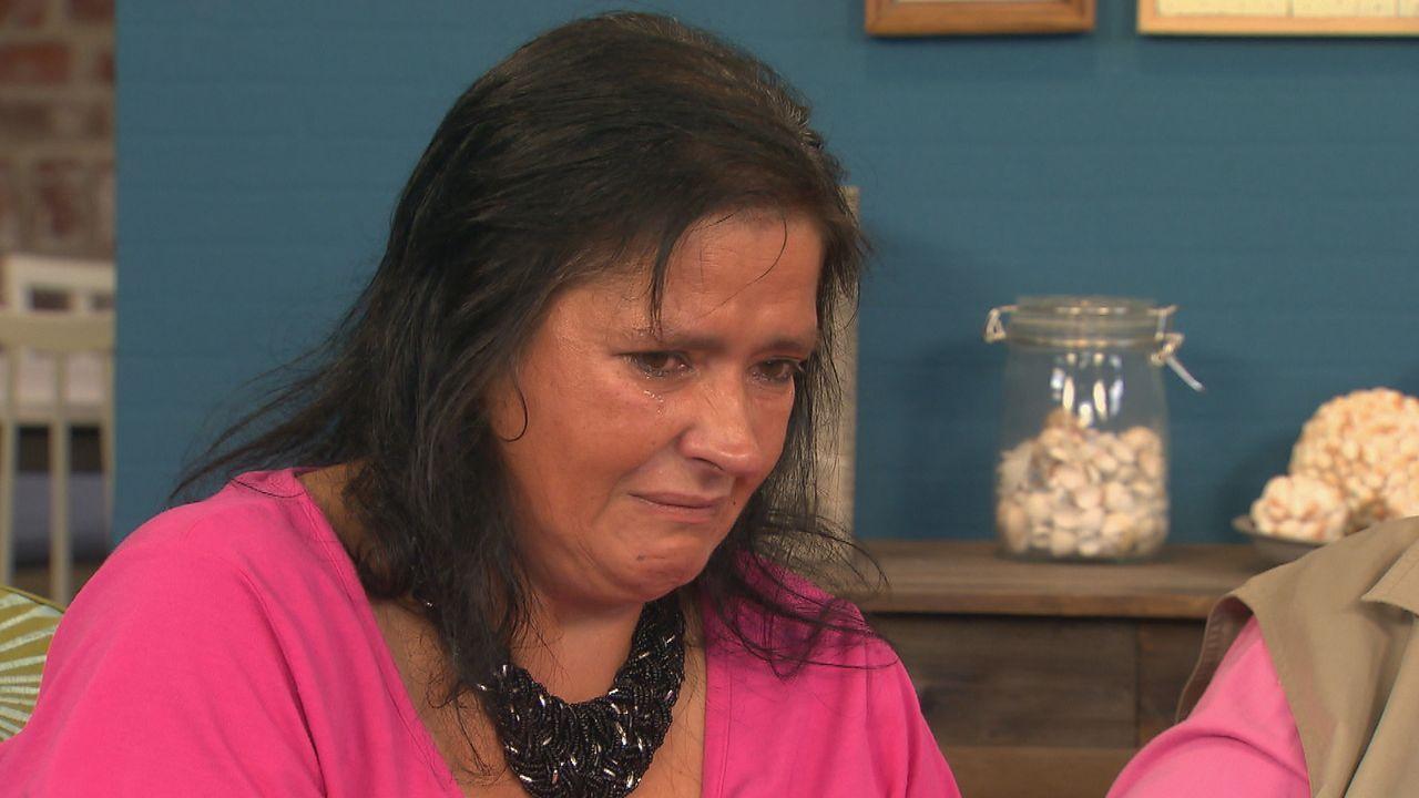 Kathrin bittet Julia um Hilfe, denn sie fragt sich, wie es ihren Geschwistern ergangen ist, seit sie Mitte der 70er Jahre der Mutter weggenommen und... - Bildquelle: SAT.1