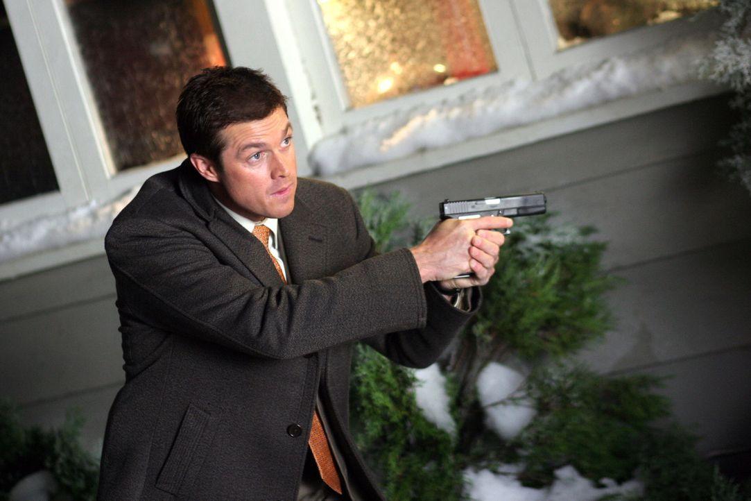 Martin Fitzgerald (Eric Close) hat die Gefahr erkannt und greift ein ... - Bildquelle: Warner Bros. Entertainment Inc.