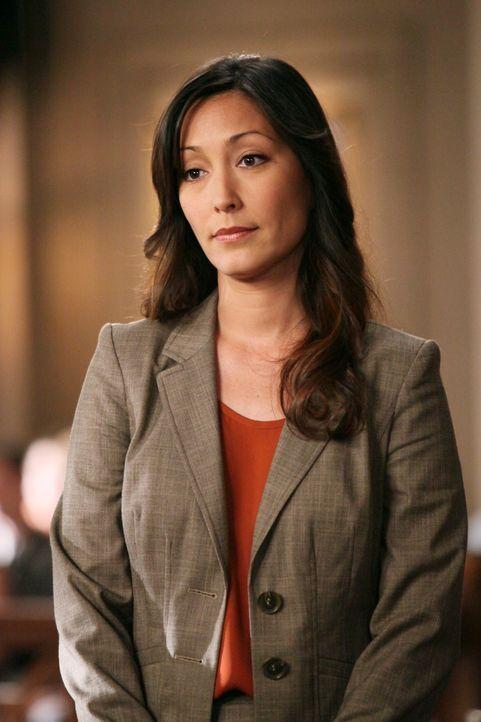 Hält Bree aufgrund ihrer Alkoholsucht, ihrer zahlreichen Männerbekanntschaften und ihres Abschiedsbriefs für schuldig: Staatsanwältin Stone (Christi... - Bildquelle: ABC Studios
