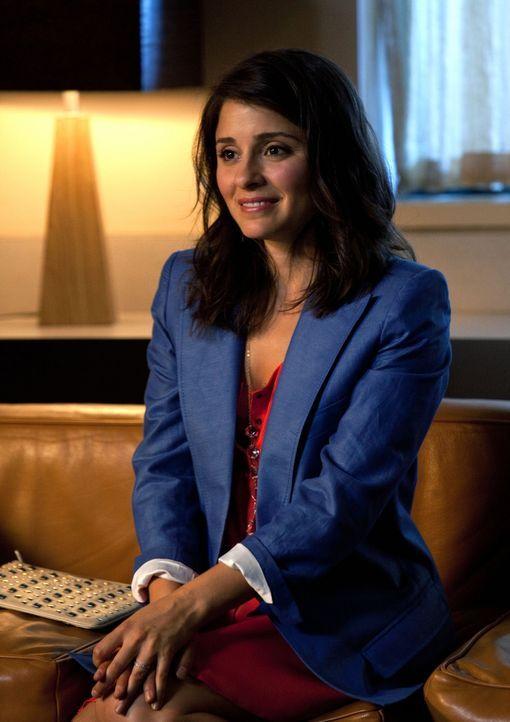 Baze und Cate (Shiri Appleby, l.) werden von der Schulleiterin über Lux' schlechte Noten und ihre Versetzungsgefahr informiert... - Bildquelle: The CW   2009 The CW Network, LLC. All Rights Reserved