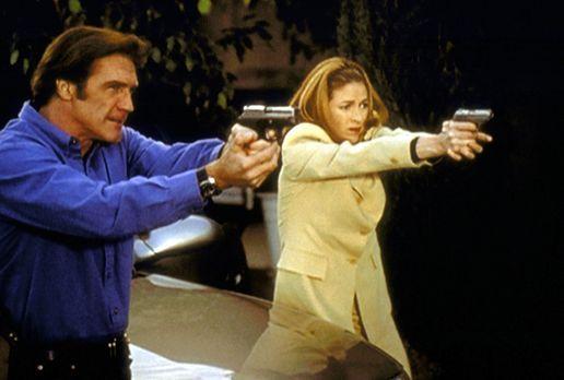Diagnose: Mord - Steve (Barry Van Dyke, l.) und Archer (Susan Gibney, r.) ver...