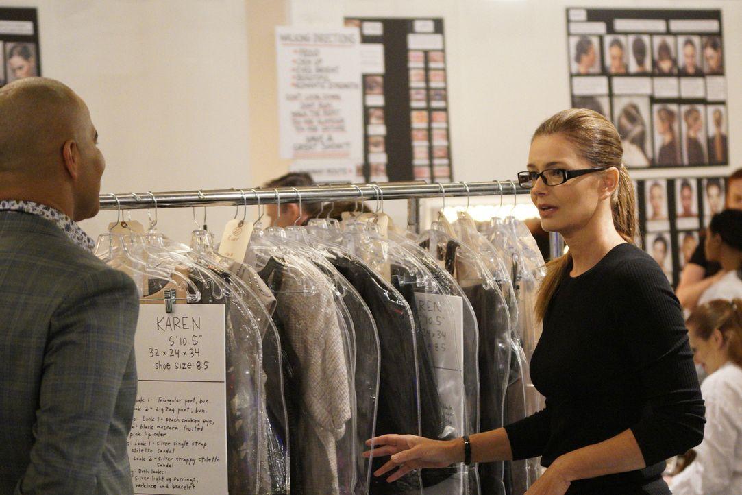 Die erfolgreiche Modedesignerin Nella (Paulina Porizgova, r.) ist für Chunk (Chris Jackson, l.) nicht nur eine Mentorin, sondern auch eine enge Freu... - Bildquelle: John Paul Filo 2017 CBS Broadcasting, Inc. All Rights Reserved.