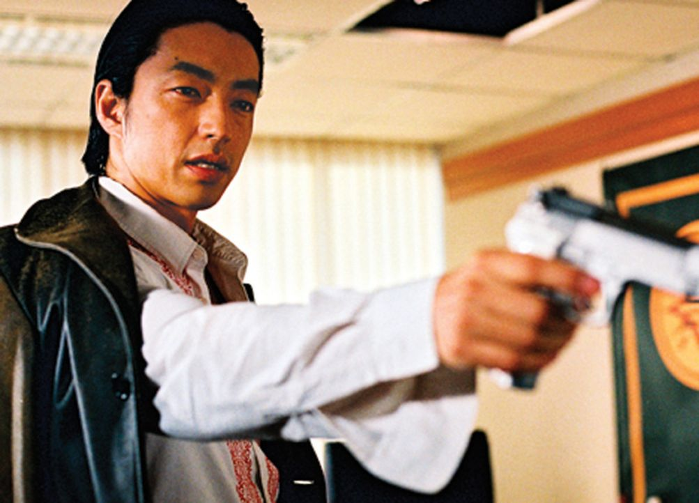 Der junge Yakuza-Kronprinz Kuroda (Takao Osawa) will gemeinsam mit der chinesischen Mafia ein mächtiges Drogenkartell aufbauen - und geht dabei üb... - Bildquelle: 2005 Sony Pictures Home Entertainment Inc. All Rights Reserved.