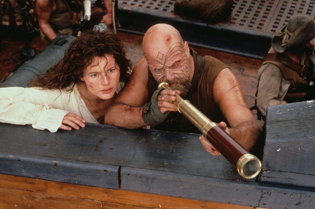 Morgan (Geena Davis, l.) und ihre Männer nehmen Kurs auf die Schatzinsel. Doch bis zu ihrem Ziel ist es noch ein weiter Weg ... - Bildquelle: VCL Communications