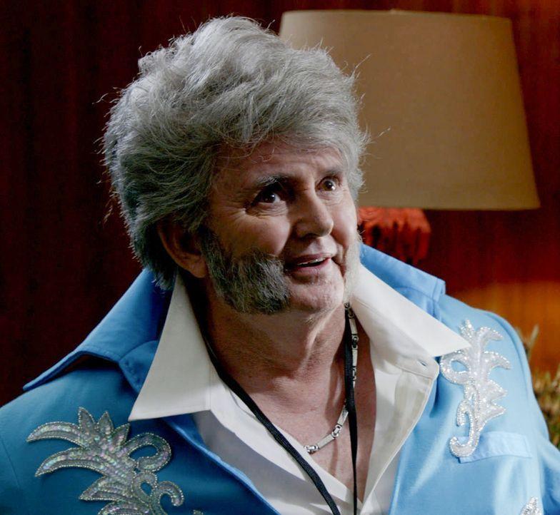 Hat Grandpa Elvis (Tommy D.) etwas mit dem aktuellen Fall zu tun, an dem Steve und seine Kollegen gerade ermitteln? - Bildquelle: 2015 CBS Broadcasting Inc. All Rights Reserved.