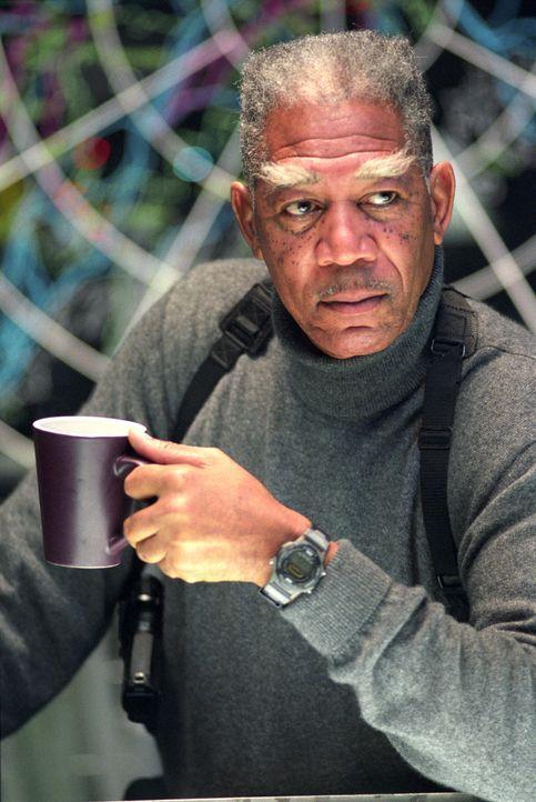 Abraham Curtis (Morgan Freeman) muss auf Alienjagd gehen ... - Bildquelle: Warner Bros.