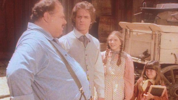 Adam (Linwood Bommer, 2.v.l.) weiß die wohltätige Hilfe von John (Cliff Emmic...