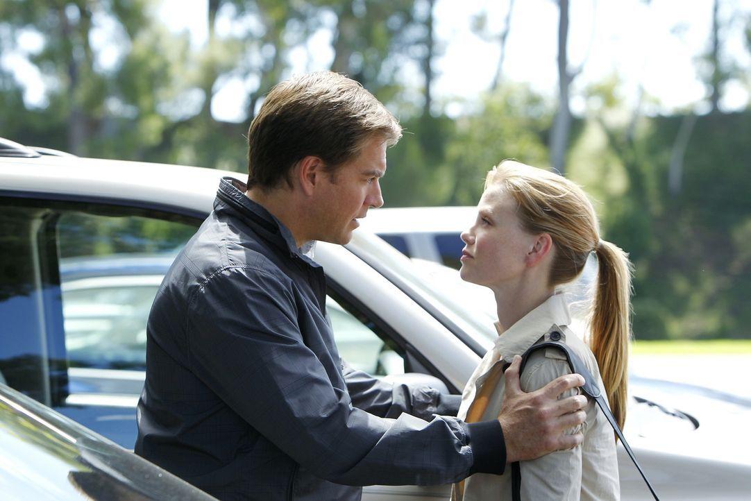 "Im Kampf gegen das Böse: Tony (Michael Weatherly, l.) und Special Agent Erica Jane ""E.J"" Barrett (Sarah Jane Morris, r.) ... - Bildquelle: CBS Television"