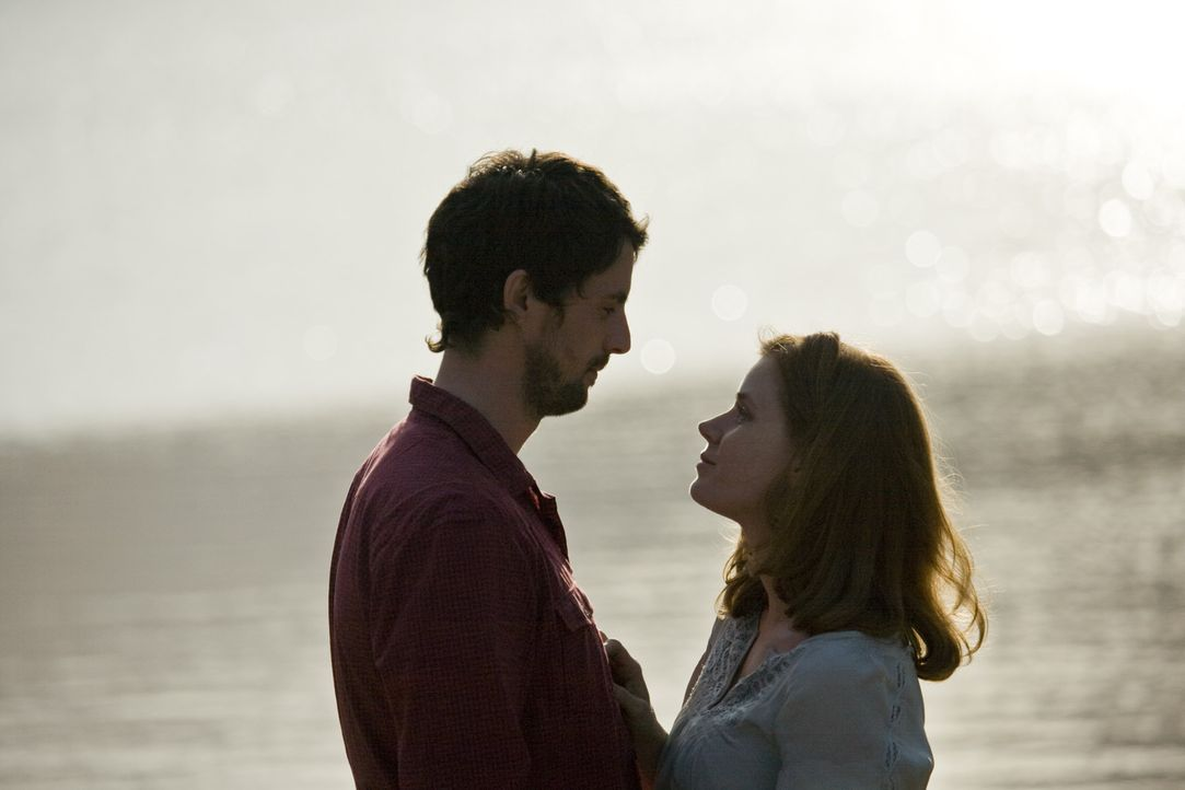 Haben ihr Glück gefunden: Declan (Matthew Goode, l.) und Anna (Amy Adams, r.) ... - Bildquelle: 2010 Universal Studios
