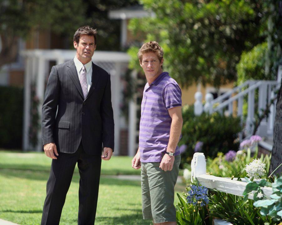 Das homosexuelle Paar Lee (Kevin Rahm, r.) und Bob (Tuc Watkins, l.) zieht in das Haus neben Susan und Mike ein, und Susan begrüßt die beiden Männer... - Bildquelle: ABC Studios