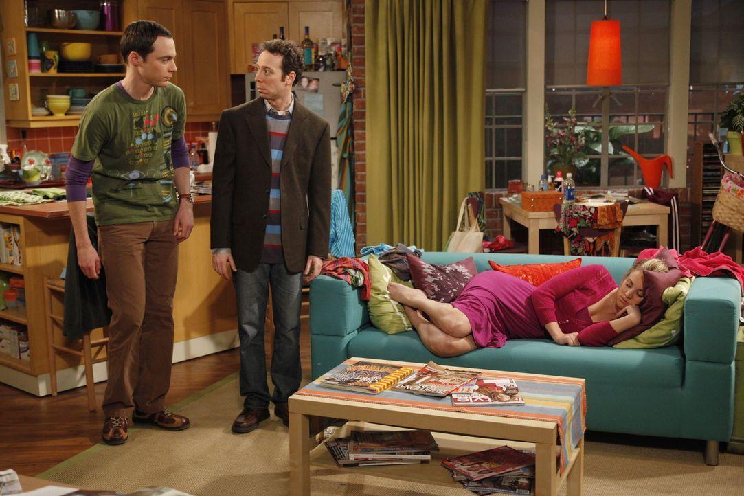Der geplante Abend mit Stuart (Kevin Sussman, M.) endet völlig anderes als Penny (Kaley Cuoco, r.) geplant hat. Denn plötzlich steht Sheldon (Jim... - Bildquelle: Warner Bros. Television