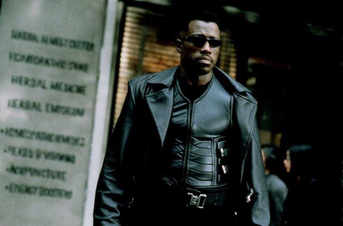 Als der unsterbliche Sohn eines Vampirs und einer menschlichen Frau hat Blade (Wesley Snipes) ein düsteres Schicksal ... - Bildquelle: New Line Cinema