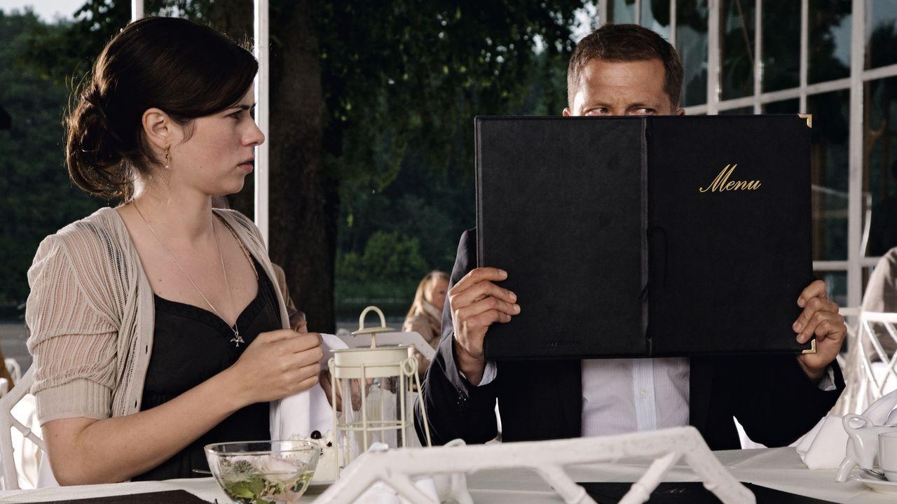 Zwei Jahre sind vergangen seit sich Ludo Dekker (Til Schweiger, r.) und Anna Gotzlowski (Nora Tschirner, l.) sich ineinander verliebt haben. Jetzt i... - Bildquelle: 2009 Warner Bros. Entertainment