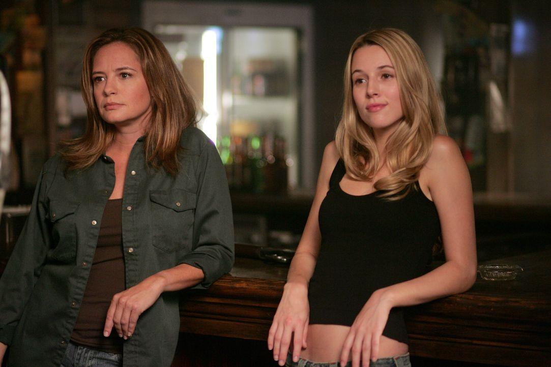 Mutter und Tochter machen gemeinsame Sache bei der Jagd nach Dämonen: Deshalb ist mit  Ellen (Samantha Ferris, l.) und Jo (Alona Tal, r.) nicht zu s... - Bildquelle: Warner Bros. Television