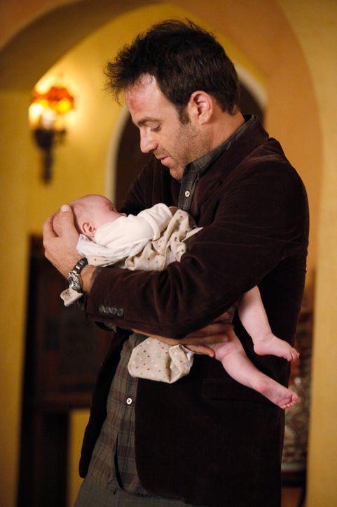 Cooper (Paul Adelstein) hadert mit dem Schicksal und fühlt sich für alles verantwortlich, weil er Violet nicht vor dem Angriff schützen konnte ... - Bildquelle: ABC Studios
