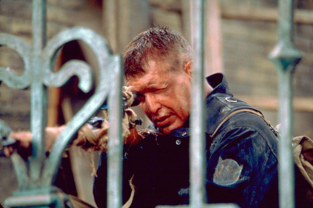 Als Sergeant Thomas Beckett (Tom Berenger) erkennt, dass man ihn gelinkt hat, schlägt er skrupellos zurück ... - Bildquelle: Columbia Pictures Corporation
