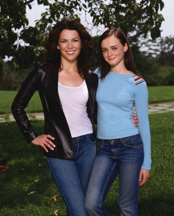 (4. Staffel) - Nicht nur für Rory (Alexis Bledel, r.) ändert sich einiges mit ihrem Umzug auf den Yale Campus, auch ihre Mutter Lorelai (Lauren Grah... - Bildquelle: 2002 Warner Bros.