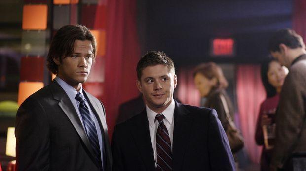 Mysteriöse Todesfälle führen Sam (Jared Padalecki, l.) und Dean (Jensen Ackle...