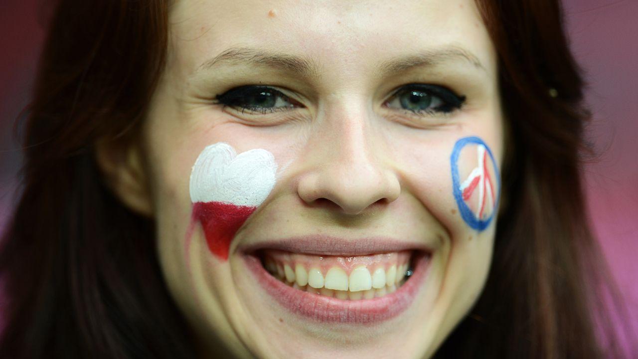 schone-fans-12-06-11-02-AFP - Bildquelle: AFP