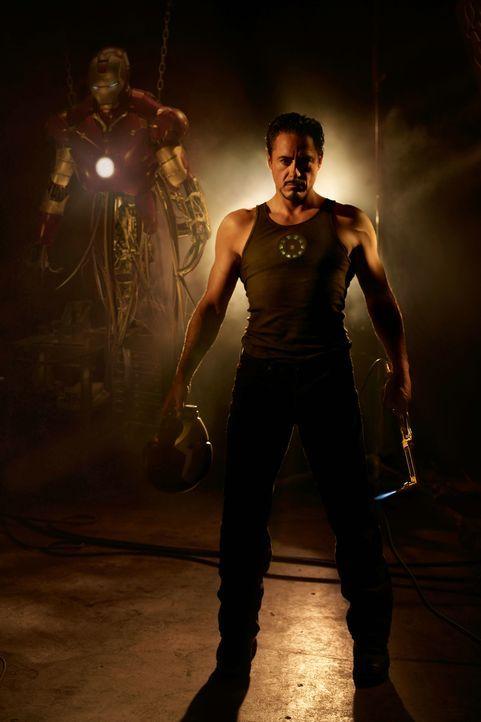 Tony Stark (Robert Downey Jr.) baut eine Rüstung, mit deren Hilfe er die Menschen vor dem Bösen beschützen will, doch nicht alle in seinem Umfeld si... - Bildquelle: 2008 MVL Film Rinance LLC. All Rights reserved.