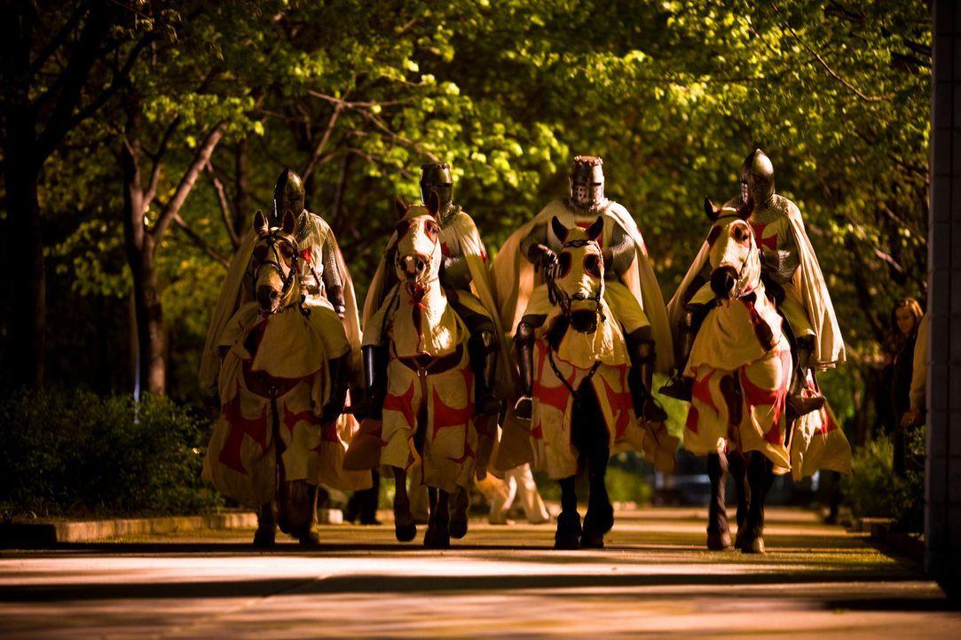 New York, Metropolitan Museum: Während der Eröffnungsfeier einer Ausstellung über kostbare Vatikanschätze dringen vier als Tempelritter maskiert... - Bildquelle: 2008 Templar Productions (Muse) Inc. All Rights Reserved