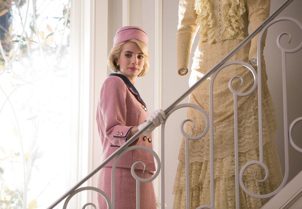 Chanel (Emma Roberts) hat ganz genaue Vorstellungen für die Verkleidungen ihrer Chanels: Sie alle sollen als Frauen ermordeter amerikanischer Präsid... - Bildquelle: 2015 Fox and its related entities.  All rights reserved.